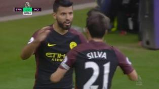 Agüero marcó dos goles para el City, que regresó a la punta