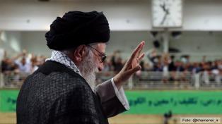 Ali Jameneí defendió el aumento del poder militar, sin recurrir a armas nucleares