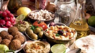 """Recomiendan no consumir alimentos preparados que estén exhibidos a """"temperatura ambiente"""""""