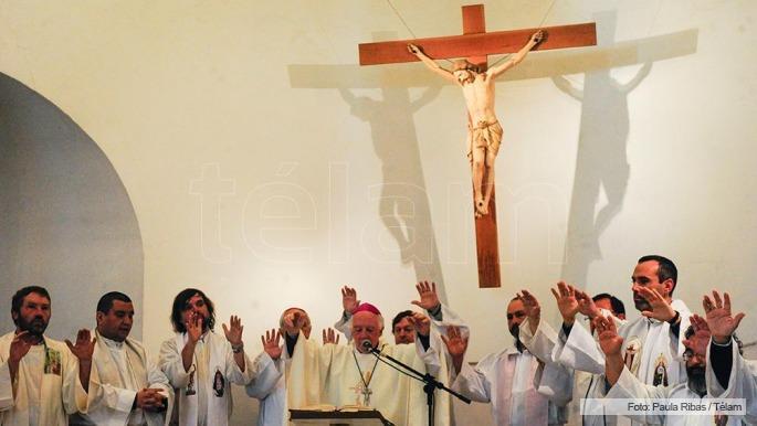 Resultado de imagen para misas por padre juan viroche de tucuman