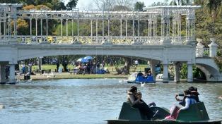 Vecinos de Buenos Aires podrán apadrinar bancos en plazas para homenajear a seres queridos fallecidos