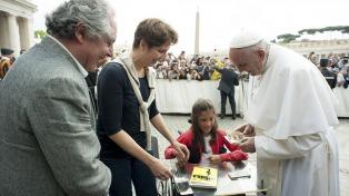 Con solo 14 años ganó un premio literario en Italia y la felicitó el Papa