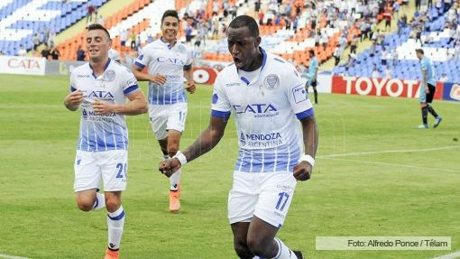 Triplete de Jaime Ayoví lleva a Godoy Cruz al triunfo ante Aldosivi