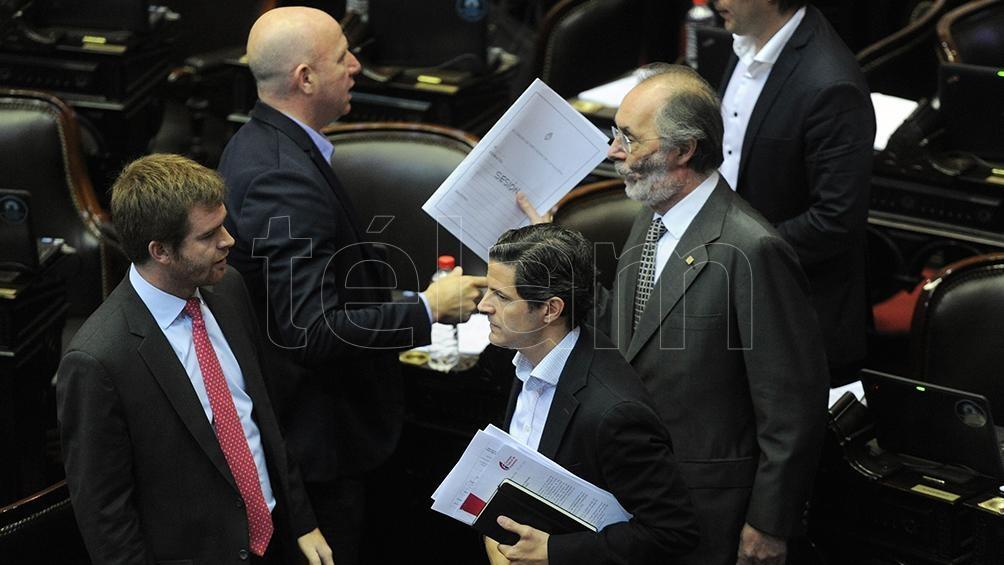 La oposición buscará emitir dictamen para frenar los aumentos — Tarifazos
