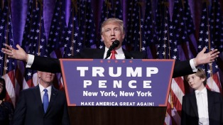 La fundación Trump admitió que violó la prohibición de hacer negocios, según Washington Post