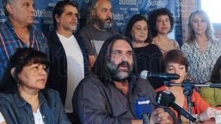 """Docentes instalan una """"carpa educativa"""" en La Plata y consideran insuficiente la propuesta del Gobierno"""