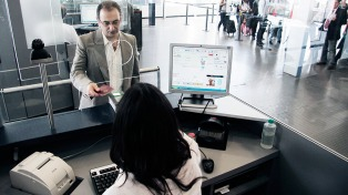 """El Director de Migraciones dice que se podrá verificar """"al instante"""" los datos de los extranjeros que lleguen al país"""