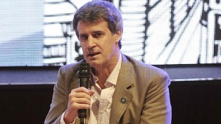 """Prat Gay pidió dar """"una discusión seria"""" sobre Ganancias que pondere """"las restricciones fiscales"""""""