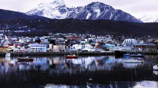 Desde paradas de colectivos hasta barrios, el paisaje está teñido de Malvinas