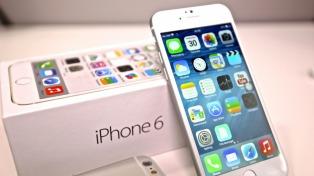 """Apple ya enfrenta demandas judiciales por ralentizar modelos """"antiguos"""" de Iphone"""
