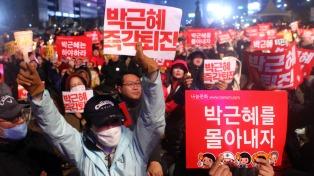 Cientos de artistas en la lista negra inician una demanda contra el gobierno de Seúl