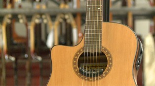 Luthería, el arte de hacer instrumentos musicales que trasciende las época