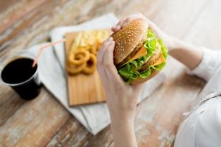 Para expertos, la industria alimentaria produce mercancía y no alimento