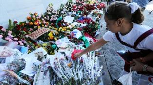 Miles de cubanos despiden a Fidel en la Plaza de la Revolución