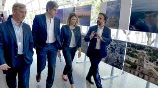 Peña, Dietrich y Costantini recorrieron las instalaciones de Aerolíneas Argentinas