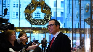 Le envían un paquete con bosta de caballo al secretario del Tesoro