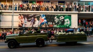 Despidieron públicamente a Fidel en Santiago de Cuba, donde este domingo será inhumado