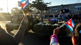 Los restos de Fidel Castro pasaron por Holguín, su provincia natal, y este sábado llegarán a Santiago