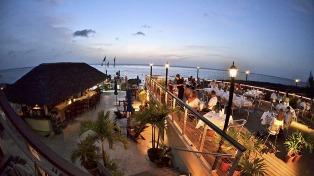 Islas Caimán: Variada gama de sabores internacionales y Malbec argentino