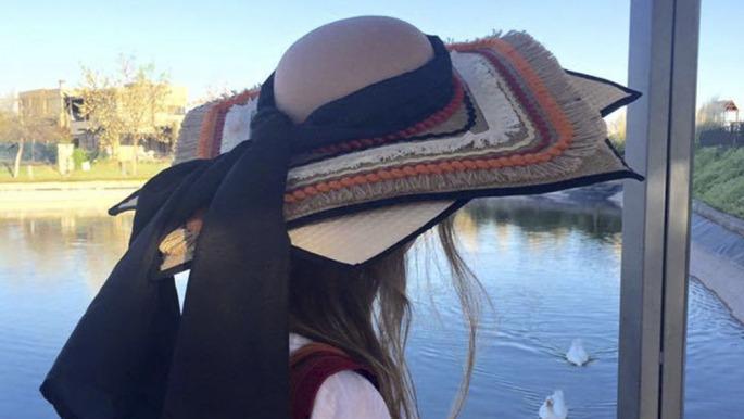 Un concurso de diseño de sombreros para prevenir el cáncer de piel - Télam  - Agencia Nacional de Noticias ef8f71c7a4f