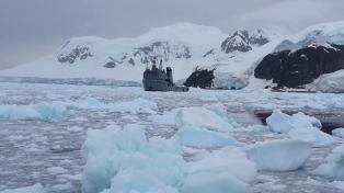 Los tripulantes del ARA Islas Malvinas zarpan desde Ushuaia y pasarán fin de año en alta mar