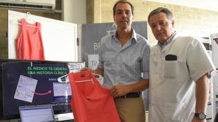 Una remera para el control del embarazo, uno de los inventos de la Feria UNC Innova