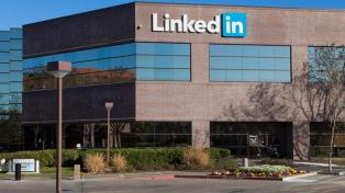 Suben las acciones de Microsoft tras cerrar la compra de Linkedin