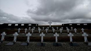 Identifican los restos de un maestro argentino enterrado en el Cementerio de Darwin