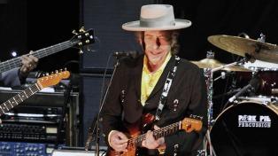 La Academia Sueca confirmó que Bob Dylan finalmente retirará su premio Nobel