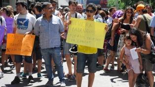 Becarios y gremios del Conicet protestaron contra los recortes en el presupuesto