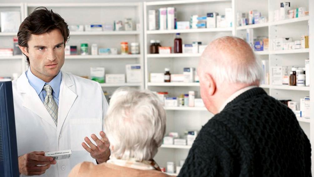 Farmacias tendrán un horario exclusivo para mayores de 60 años, embarazadas y grupos de riesgo