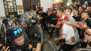 Tras las protestas, vecinos de Flores se reunen con el ministro de Seguridad porteño