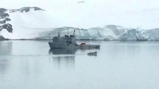 "Los avisos ""Puerto Argentino"" e ""Islas Malvinas"" se encontraron en la Antártida"