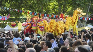 Argentina despide el año con homenajes a los ancianos y rituales con el color de las comunidades residentes