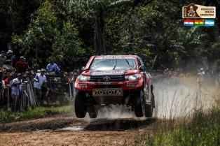 """Santos recibió a los pilotos del Dakar y sostuvo que """"el mundo está disfrutando de Jujuy"""""""