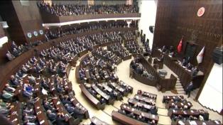 """Condenan a tres años de cárcel a un parlamentario pro kurdo por """"terrorismo"""""""