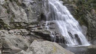 Las aguas de los Chorrillos de Tanti esperan a los visitantes a una hora de la capital provincial