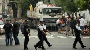 El desalojo de familias que vivían en el ex Padelai, terminó sin incidentes y en medio de un fuerte operativo policial