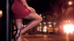 Proponen que se permita la oferta y demanda de sexo en la vía pública