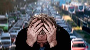 Revelan que hay más casos de demencia cerca de calles con mucho tráfico