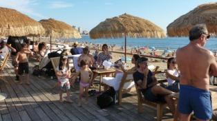 Turismo récord en Uruguay: en enero casi 567 mil turistas gastaron 500 millones de dólares