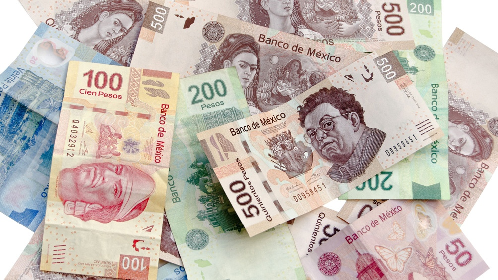 Dólar con retroceso, se vende hasta en 19.03 pesos