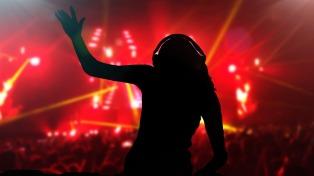 Cerca de 3000 personas asistieron a la primera fiesta electrónica en la ciudad balnearia
