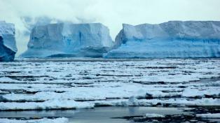 Una nueva hipótesis busca resolver el misterio de los icebergs verdes
