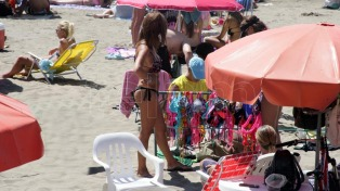 Hay que aplicar protector 30 minutos antes de exponerse al sol para prevenir el cáncer de piel