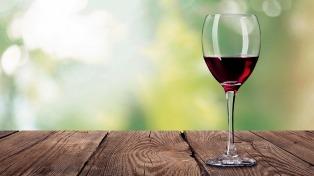 La caída del consumo de vino tinto cuadriplicó a la de la cerveza en 2016