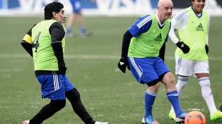 """Maradona lanzó una dura advertencia a Infantino: """"No soy su obrero"""""""