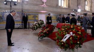 Emotiva ceremonia para despedir al ex presidente Soares