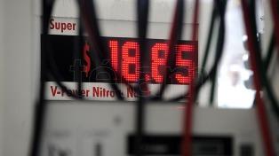 Empresarios evalúan cobrar un plus de $1 por litro de nafta en las estaciones de servicio