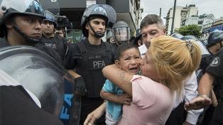 Se reavivó el conflicto en Once y la policía detuvo a cinco personas